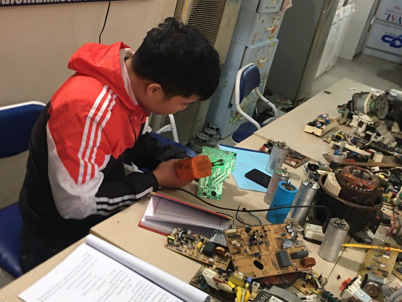 Học viện thực hành sửa chữa điện tử, điện lạnh
