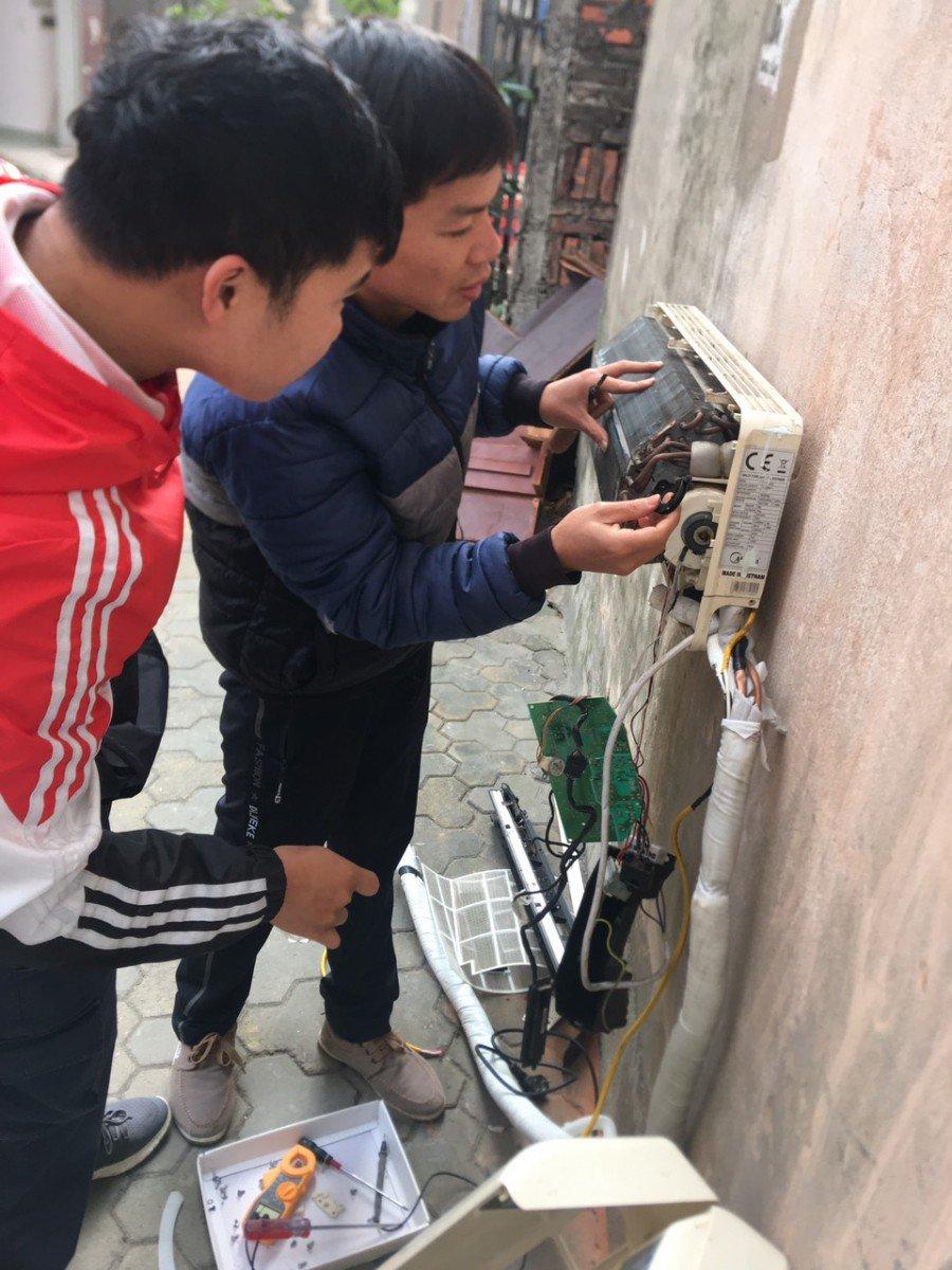 Học viên được đi làm việc cùngcác anh thợ có tay nghề cao